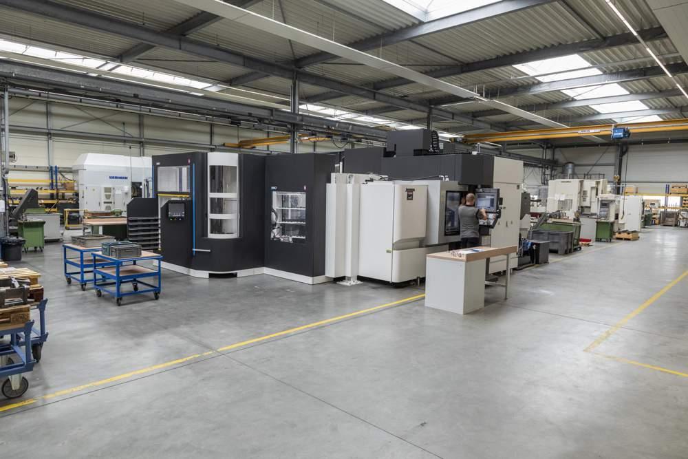 Metallbearbeitung: Spezialist für mittelgroße Serien zieht internationale Maschinenbauer an