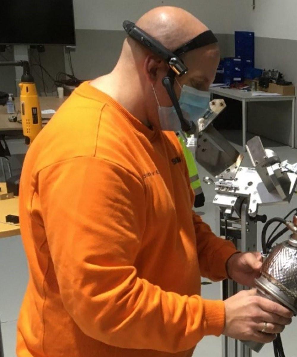 Durch Smart Glass können Kollegen auf Entfernung eingearbeitet werden